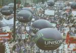 영국 NHS 관련 시위에 우연히 참여하게 된 사연은?