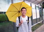 매주 수요일 한 대학생의 '노란우산 행진'...그는 왜?
