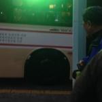 달리는 버스 타이어에 연기가...불안한 승객들 '중도하차'