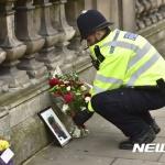 """IS """"런던 테러 우리 소행""""…英총리 """"굴복 않겠다"""""""