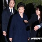 박근혜, 전 대통령으론 세번째 구속 '오명'