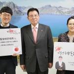 김덕룡 수석부의장-김영춘 장관, 제주4.3 동백배지 착용 동참