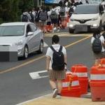 차도로 내몰린 학생들...등하굣길 '대혼잡', 이유 있었다