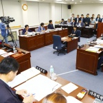 민의 배반한 '갑질' 도의원, 상임위원장 자격 없다