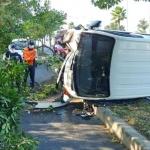 제주, 1톤 트럭 가로수 충돌 후 전도...운전자 부상