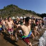 한겨울 맨몸 바다 입수...서귀포 펭귄수영대회 참가자 모집