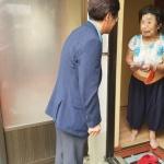 중앙동 공직자 일동, 추석맞이 어려운 이웃에 위문품 전달