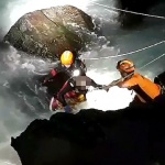 제주, 50대女 파도에 휩쓸려 고립됐다 구조