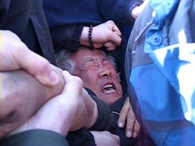 양윤모 영화평론가 경찰 연행 장면